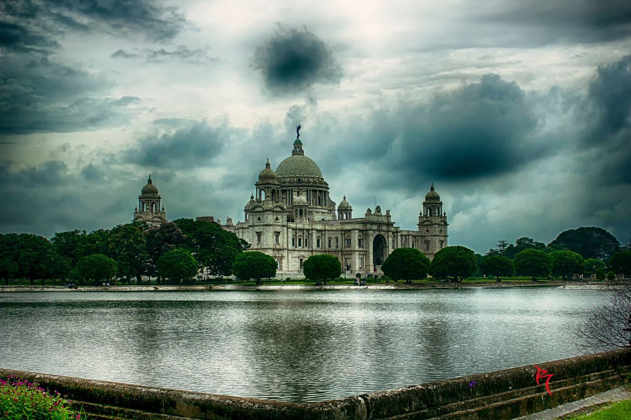 architecture, dome, built structure, sky, travel destinations, water, cloud - sky, building exterior, history, tourism, outdoors, travel, religion, spirituality, river, place of worship, nature, day, no people