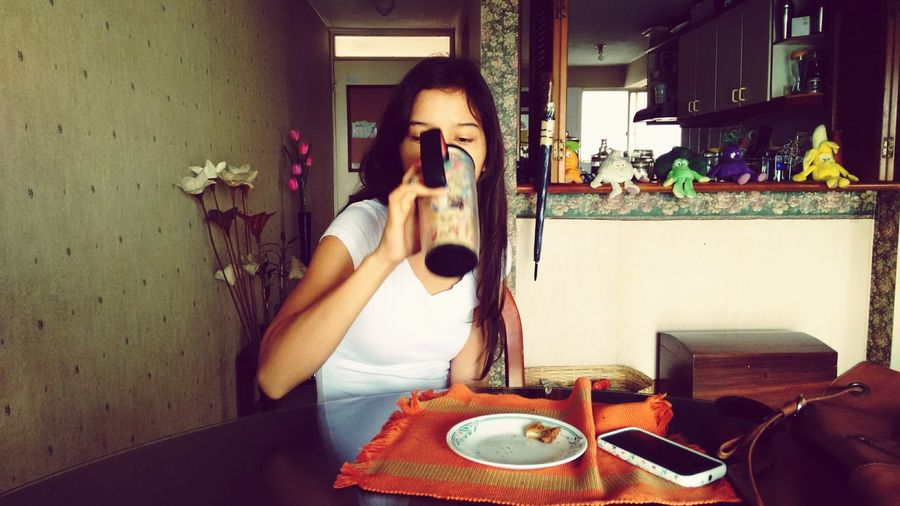 taking breakfast Breakfast Morning Woman Colombia ♥  Eyem Photo First Photo Of The Day Filtered Image