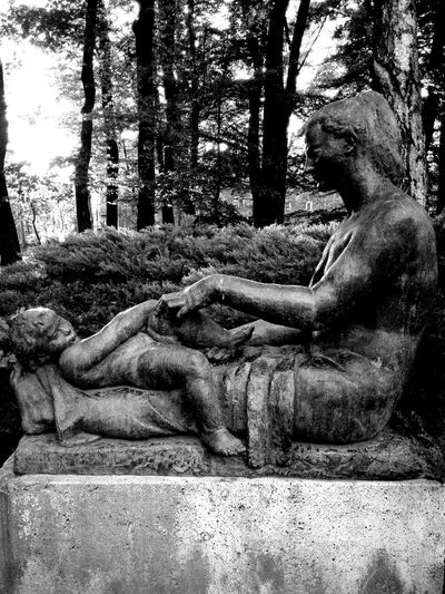 Ćiril Mihanović Majka I Dijete 1985 Artnature Park Maksimir Pieceofartinnature Blackandwhite Black & White Blackandwhite Photography Mother And Child