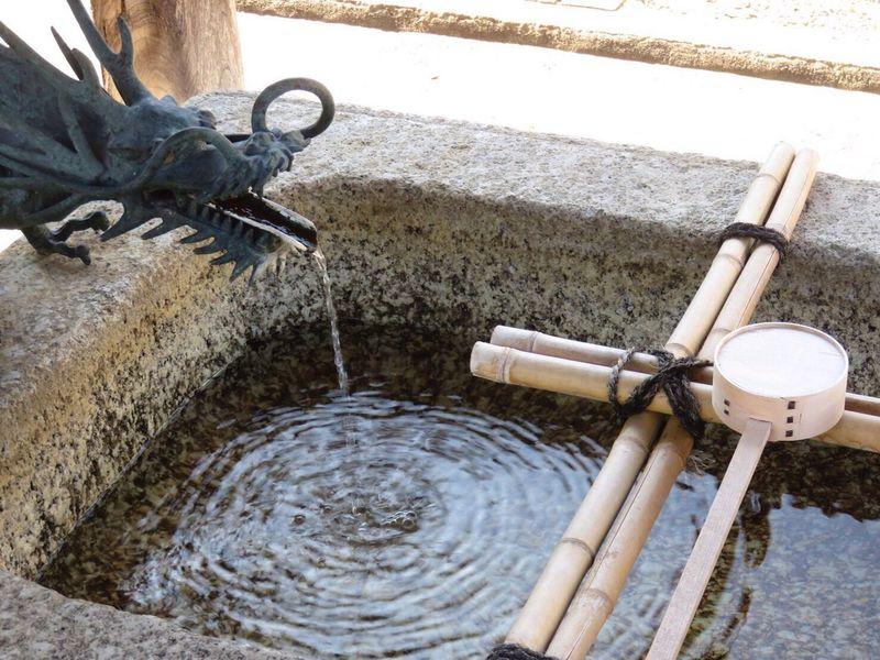 暑い 涼 龍 寺 Water Fountain Drinking Fountain Motion Running Water Water Pipe Day Outdoors No People Bamboo - Material Faucet Sculpture Spraying