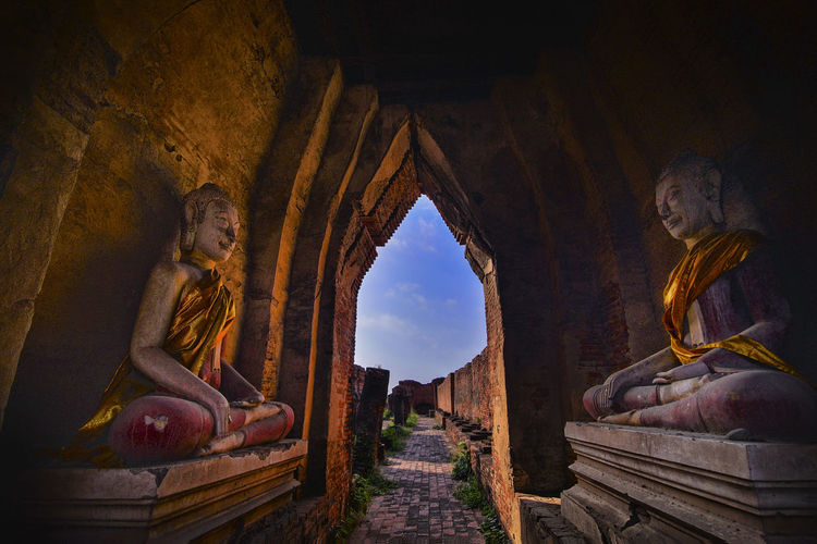 AmazingThailand Wat Nakhon Luang Ayutthaya in thailand Male Likeness Spirituality Religion Belief Representation Human Representation Architecture Statue The Past Sculpture Built Structure History Art And Craft Place Of Worship No People Idol