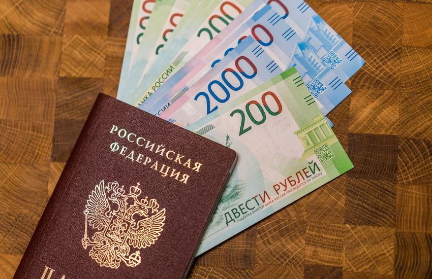 200 рублей 2000 рублей Passport Travel Bills Close-up Day Indoors  No People Passport Rouble Rubles Russian Currency Russian Passport Text Vacation Visa паспорт российский паспорт