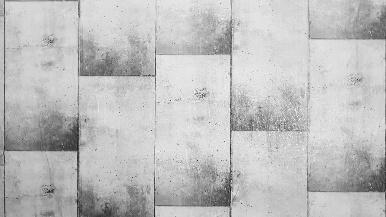 FULL FRAME SHOT OF CONCRETE WALL WITH TILED FLOOR