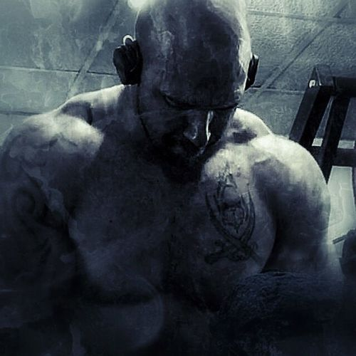 Shrugs Grindout Flex Fitness Training Fitness Fittnessmotivation Focus Fitfam Dedication Cardio Eatclean GymLife Gym Muscle Motivation Grind Pullpushgrind Shredded Squat BodyBuilder Swole Trainhard Gainz
