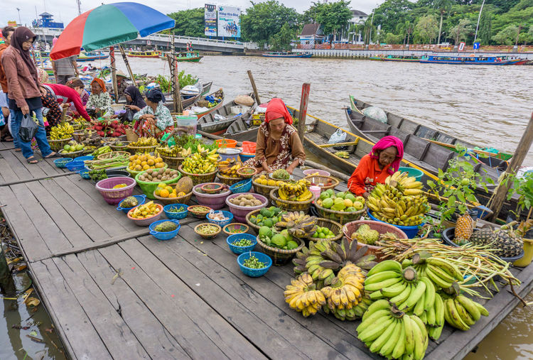 Freshness Traditional Jukung Travel Destinations EyeEmNewHere Fruits Variation Vacations Travel Colorful Floating Market River For Sale Retail Display Various Street Market Display Raw Collection Tourism International Women's Day 2019