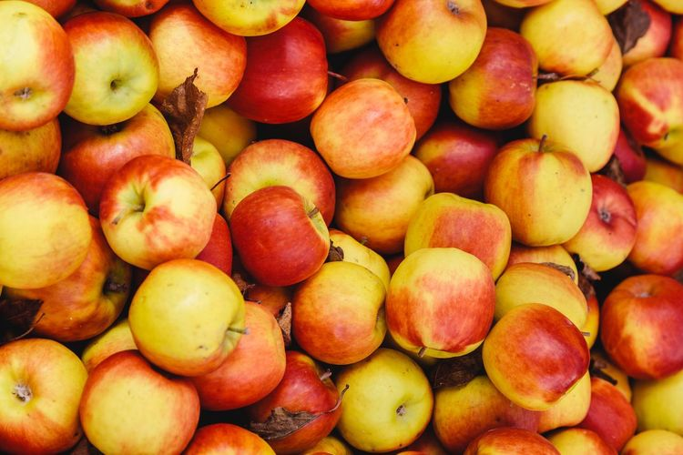 Fruit Food And Drink Food Healthy Eating Freshness Full Frame Backgrounds No People Day Outdoors Market Large Group Of Objects Close-up Apples Apple Pink Lady Market Stall