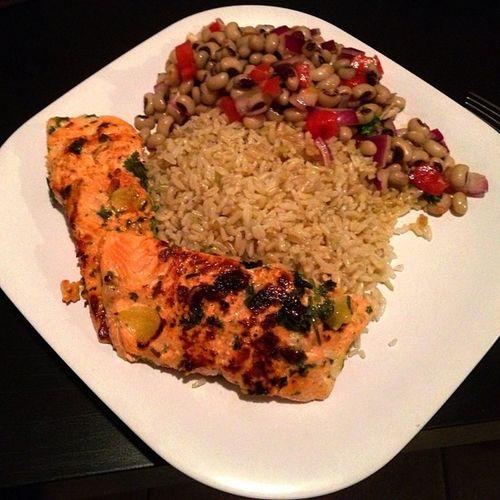 My dinner,made by me... Salmon Brownrice Blackeyepeas Freshtomatoe freshparsly oliveoil seasalt redonion freshlemon blackpepper healthyeating healthylife teamchef Amen