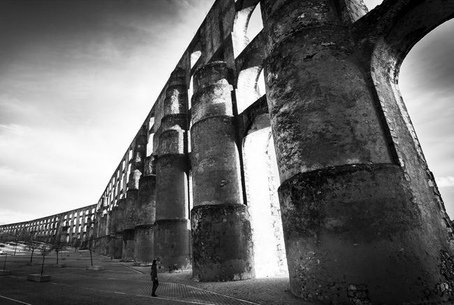 Architecture Built Structure Travel Destinations Low Angle View Outdoors Sky Day City Portugal Portugaldenorteasul Portugal Is Beautiful Portugal_em_fotos Elvas Elvas Portugal Elvas, Portugal Blackandwhite Blackandwhite Photography Blackandwhitephotography Black & White Black And White Photography Black And White Acueducto Acueducto