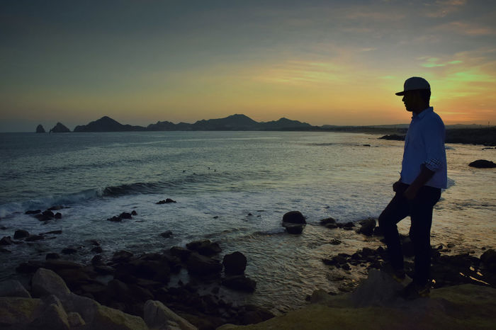 HOMBRE MIRANDO Bay Area Beach Cliff Evening Sky Full Length Lifestyles Nature One Man One Person Outdoors Real People Scenics Sea Silhouette Sky Standing Sunset Watcher Water Young Adult