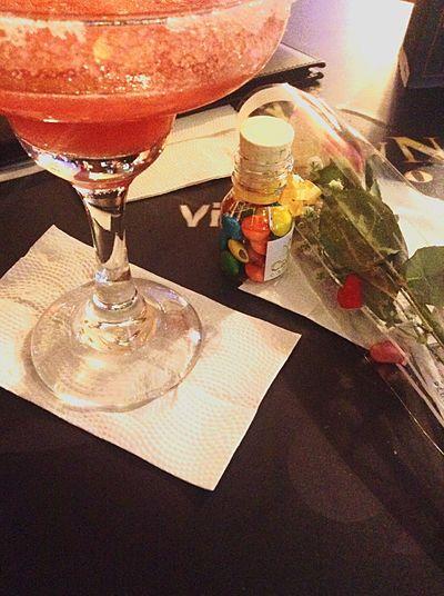 Un buen coctel, chocolates, una rosa y lo mas importante una muy buena compañia 🍃🍹 Coctails First Eyeem Photo