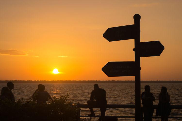 EyeEm Selects Enjoying The Sunset Nature Horizon Over Water Water Sun Sky Silhouette Sunset Enjoying The Sun