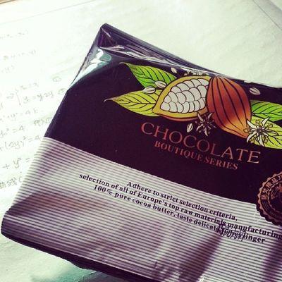 在家老吃巧克力 谢谢>O<