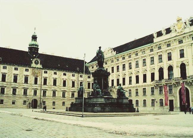 Innerer Burghof mit Denkmal Kaiser Franz Josef in Wien Österreich Statue Vienna Austria Hofburg Unesco