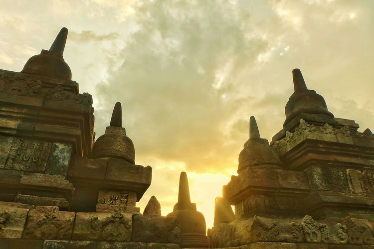 Sunset Outdoors No People Architecture Temple Architecture Borobudur Temple, Indonesia Vacations Day The Architect - 2017 EyeEm Awards Sky Cloud - Sky Ancient Temple Architecture
