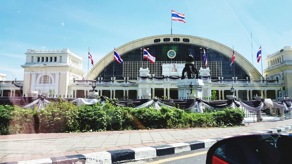Going to Auytthaya🌞Architecture Patriotism Flag Outdoors Building Exterior Built Structure City Bangkok Thailand. Sunlight HuaLamphong Station Bangkok Train Station Nice Building