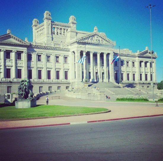 Uno de mis favoritos ♡ Palacio Legislativo, Montevideo, Uruguay. Taking Photos Blue Sky Clouds And Sky Art Montevideo Uruguay