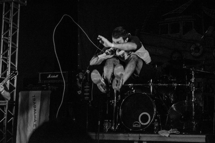 Espiritosanto Music Brasil Performance Deadfish Rock Musician Monochromatic Vitaonatureza Victornatureza Sombra Luz Cobertura Show Rock Music Pretoebranco Pb Blackandwhite Musician Hc