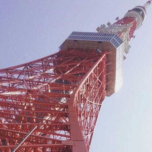 Glimpse of the infamous Tokyo Tower. Now going to the top! Towkiyow Japanis