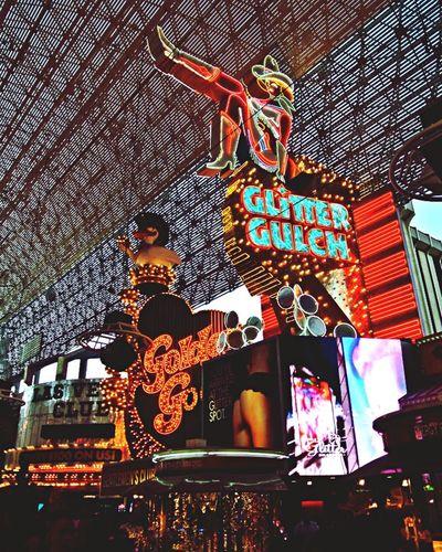 Las Vegas Freemont Street Glitter Shine Lights Shop Urban Urbanphotography All That Glitters Ain't Gold Eyem Best Shots