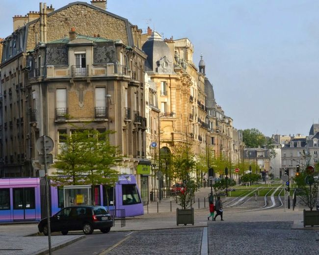 Early Morning , Purple Tramin Reims France Champagne - Traffic Traffic Lights Traffic Light  Public Transportation Spring City Life