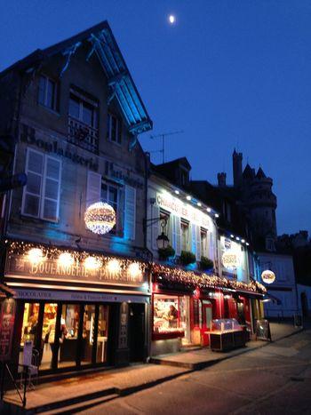 France Picardy Picardie Pierrefonds Oise  Nuit Tweelight Commerce Shopping ♡ Château Castle AgilPhoto