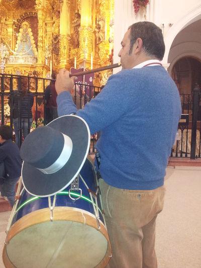 #costumbresyfiestasdeandalucia #Doñanaysusfiestas #elrocio #fiestasdehuelva #Gaitaytambori #MusicOUR #sonesdetamboriles #tamborilero #TamborileroManriqueño Men Music One Person