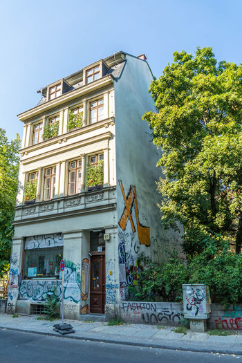 A house all alone... Architecture Building Building Exterior Built Structure City Day Footpath Growth Hackeschermarkt House Nature No People Outdoors Plant Residential District Road Sky Street Transportation Tree Window