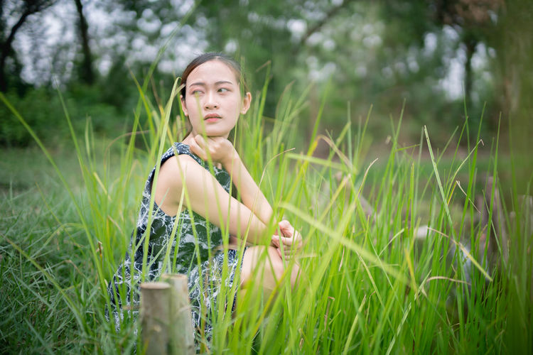 Plant Grass Land Young Adult One Person Field Selective Focus Portrait Three Quarter Length Nature Women Leisure Activity Green Color Growth Looking At Camera Beautiful Woman Day Contemplation Outdoors Hairstyle