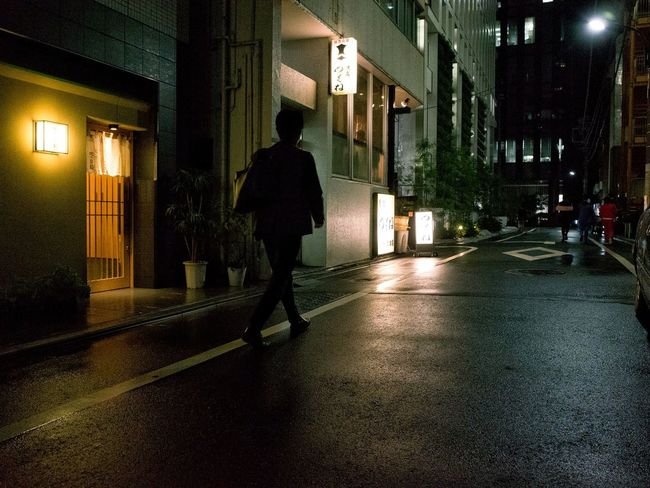 On The Road Peoplephotography People Snapshot City Life Snapshots Of Life Streetphotography City Street Street Nightphotography Night Night Lights Street Light Light And Shadow Silhouette Toranomon 虎ノ門 , Tokyo
