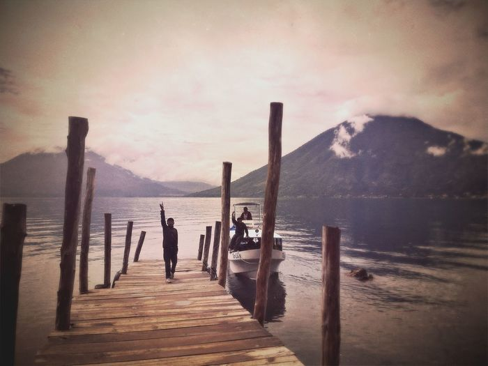 Boat Embarquadère Lac Lago De Atitlan Lake Lake Of Atitlan Lancha My Best Photo 2015 Ponton Pontoon Volcano Volcán Lost In The Landscape