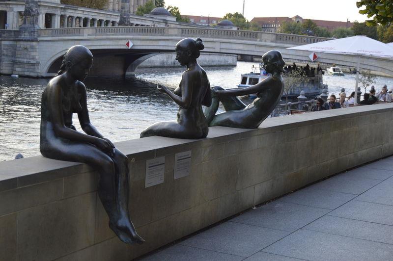 Berlin City Riverbank Sculpture Spree Tourism Travel Destinations Vera-brittain-ufer Water