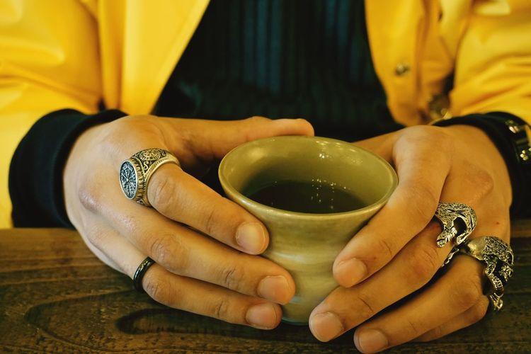 tea? Rings Mixedrace Coffeeshop TeaCup Tea Human Hand Men Midsection Holding Fingernail Close-up