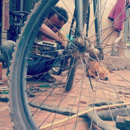 Local bike mechanic Localbikeshop Mechanic Nepal Kathmandu Travelinnepal Morningrides