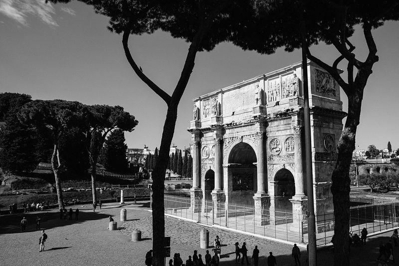 Italy Rome Built Structure Arch History Architecture Tourism Travel Destinations Large Group Of People Travel Tree Triumphal Arch Building Exterior Outdoors People Ancient Sky City Day