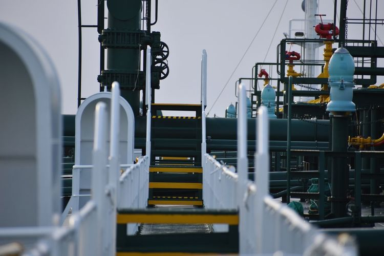 Walkway of an oil tanker..!! This is what EyeEm selected..😒 not me..😒..!! 😂😂EyeEm Selects Industry Oil Industry Fuel And Power Generation Manufacturing Equipment Factory Technology Machinery No People Petrochemical Plant Business Finance And Industry Day Summer Check This Out From My Point Of View Nautical Vessel Boat Deck Close-up Horizon Railing Architecture Neon Life