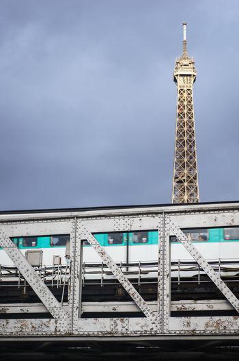 Paris ❤ Paris Eiffel_tower  Subway Ligne6 Bridge Eiffelbridge Birhakeimbridge Birhakeim Graphism Graphic Homemade Lens Tiltshift Rollei Minimalist Metro Tour Eiffel Ratp