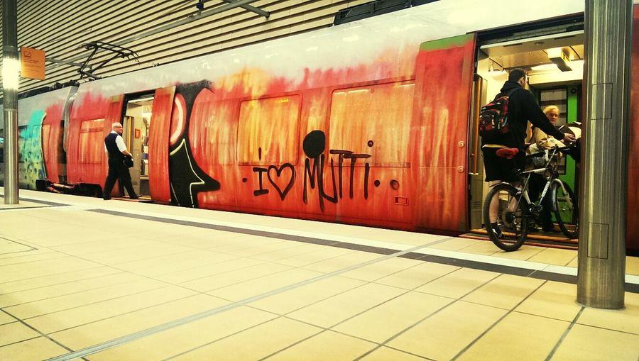 Muttertags-Geschenk der besonder kostspieligen Art... Grafitti Sbahn Leipzig