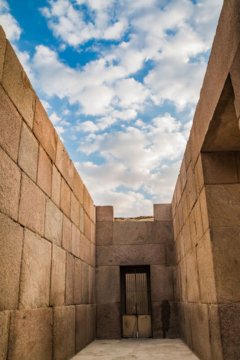 Sky Nature Day Outdoors Egypt Cairo Pyramids Giza Travel Trip Destination Ancient Structure Civilisation Old Pharaoh Cloud - Sky Architecture Built Structure Building Exterior No People History The Past Wall - Building Feature Ancient Civilization