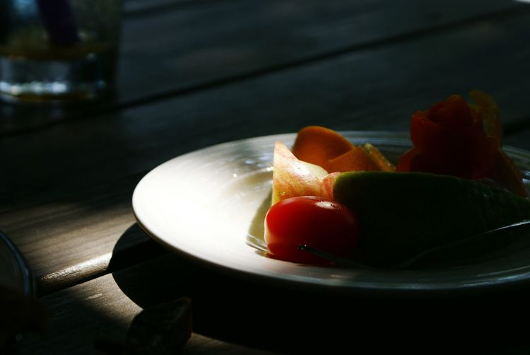 Creative Light And Shadow Eat More Fruit Fruits Enjoying A Meal Repicture Food Food Darkness And Light Learn & Shoot: Single Light Source Food Porn Awards My World Of Food Show Us Your Takeaway! The City Light Visual Feast Food Stories