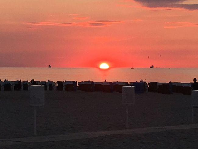 Warnemünde, Strand, Sonnenuntergang, Ostsee, Meer, Wasser, Wolken IPhone 6s Plus Sonnenuntergang Himmel Und Wolken Sonnenschein  Warnemünde Ostseeküste Meer Sonnenstrahlen