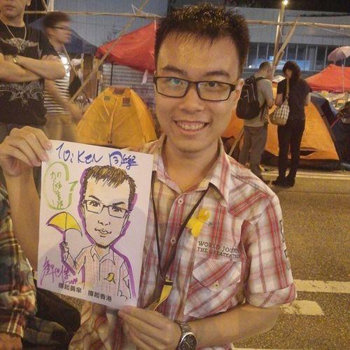 大家覺得畫中人可愛啲定真人試正啲? (特別鳴謝漫畫家鄺世傑義務為佔領者記下最美一面) 雨傘革命 黃絲帶 公民廣場 抗命不認命 真普選 鄺世傑 universalsuffrage yellowribbon umbrellarevolution portrait