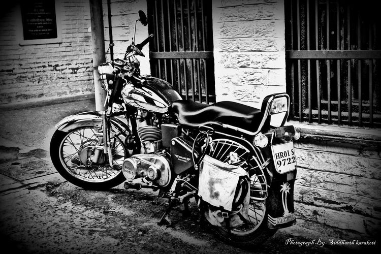 Building Exterior Built Structure Bullet Cruser Day EyeEm Best Shots Machismo500 Mode Of Transport Nikonphotography No People Outdoors Royalenfield Transportation
