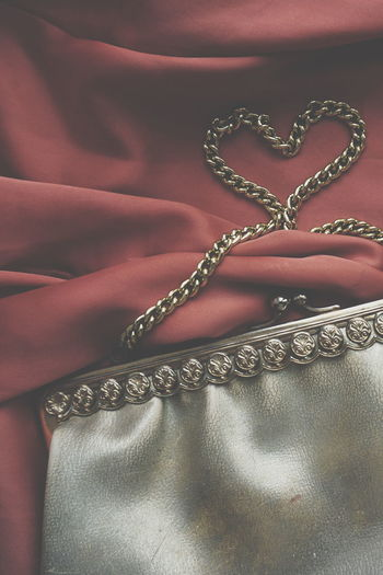 golden vintage purse Textile Textile Industry Full Frame Fashion Clothing Backgrounds Pattern Close-up No People Satin Indoors  Day Heritage Gold Vintage Purses Gold Colored Purse Golden Color Heart Heart Shape Love Salmon Colored Precious Gem Lieblingsteil