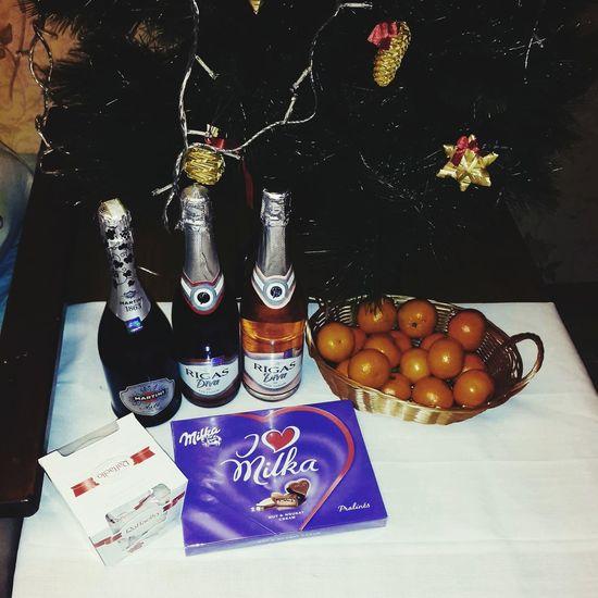 Svētku galds gatavs Rigasdiva Martini Raffaelo Milka