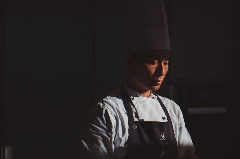 VSCO VSCO Light Light And Shadow Restaurant Cooking Chef Lifestyles EyeEmNewHere Visual Creativity The Portraitist - 2018 EyeEm Awards HUAWEI Photo Award: After Dark Capture Tomorrow