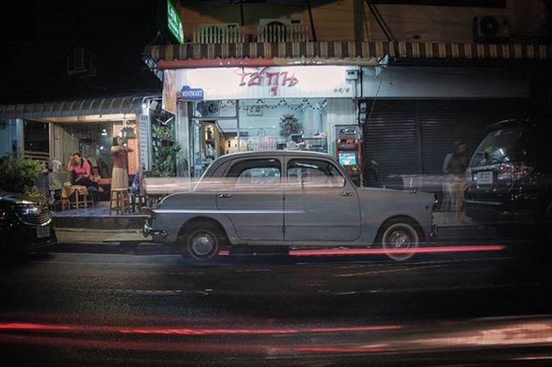 Chiang Mai│2015.12.26 チェンマイでこういう古めかしい車を結構見るんだけど、新車で造ってるのかしらね。 チェンマイ滞在中の方とお会いしたい Chiangmai Ig_life 一人旅 写真好きな人と繋がりたい 散歩 Asian  Travel 沈潜 チェンマイ Oldcar Thai Photography In Motion Spotted In Thailand