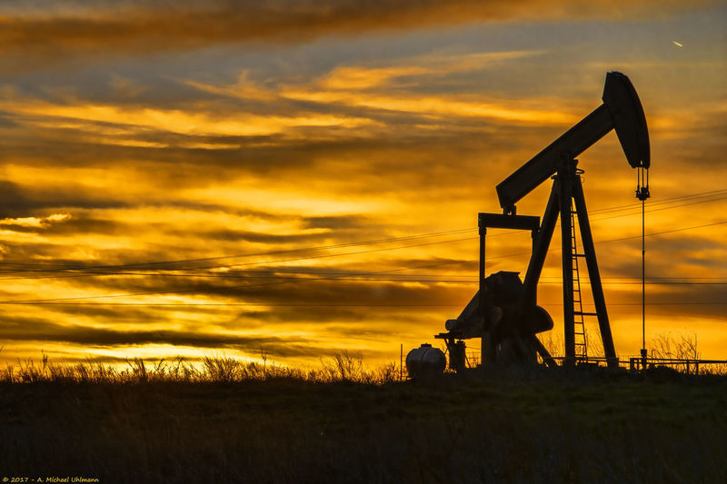 Cloud Ecnomy Silhouette Texas Drilling Energy Landscape No People Oil Rig Pump Jack Sunset Wide Open Spaces