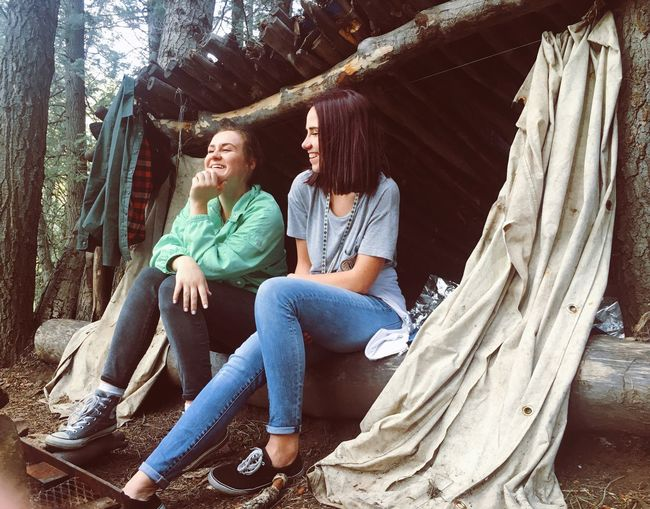 Tibblefork Sitting Smiling Women Happiness Two People Cheerful Day Nature Outdoors Hiking Hikingadventures Pitstop Chilling Hammock Friends