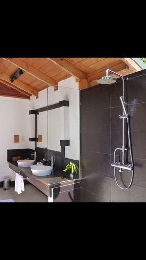 Bathroom Outside Showers 🚿☀️