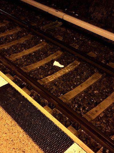 Schuhe  Gleis Gleisbett Schienen Kummer Verzweiflung Schiene Pünktlich Verspätet Tickets Night